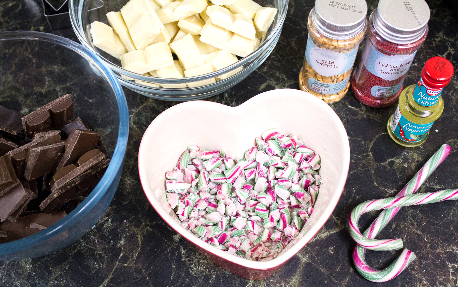 Making Peppermint Bark // #14 of Blogmas '16