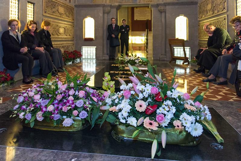 Oración ante la tumba de Don Javier Echevarría en Roma