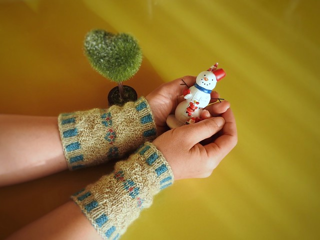 Forget me not Wristwarmers