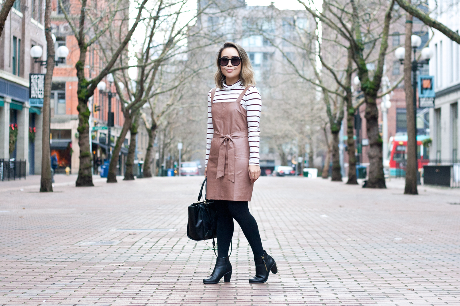 02seattle-pioneersquare-madewell-stripes-leather-pinafore-coach-travel-style-fashion