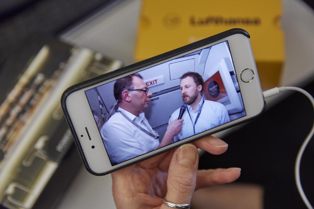 Online konferencia a fedélzeti internet-szolgáltatásnak köszönhetően. (Fotó: Lufthansa) | © AIRportal.hu
