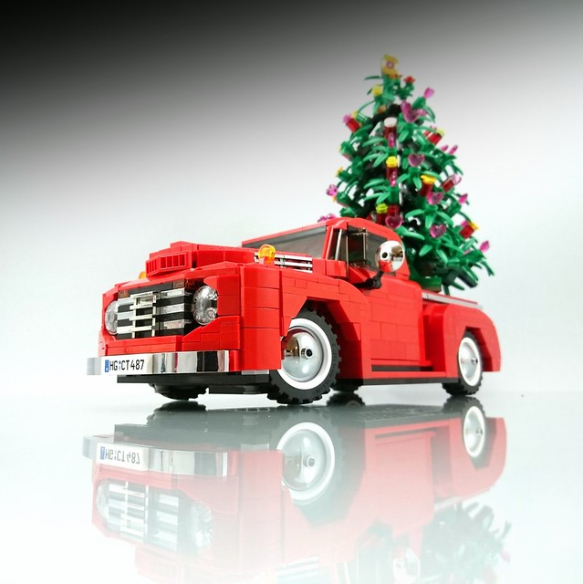 Merry christmas from this classic ford pickup truck the for Modele maison lego classic