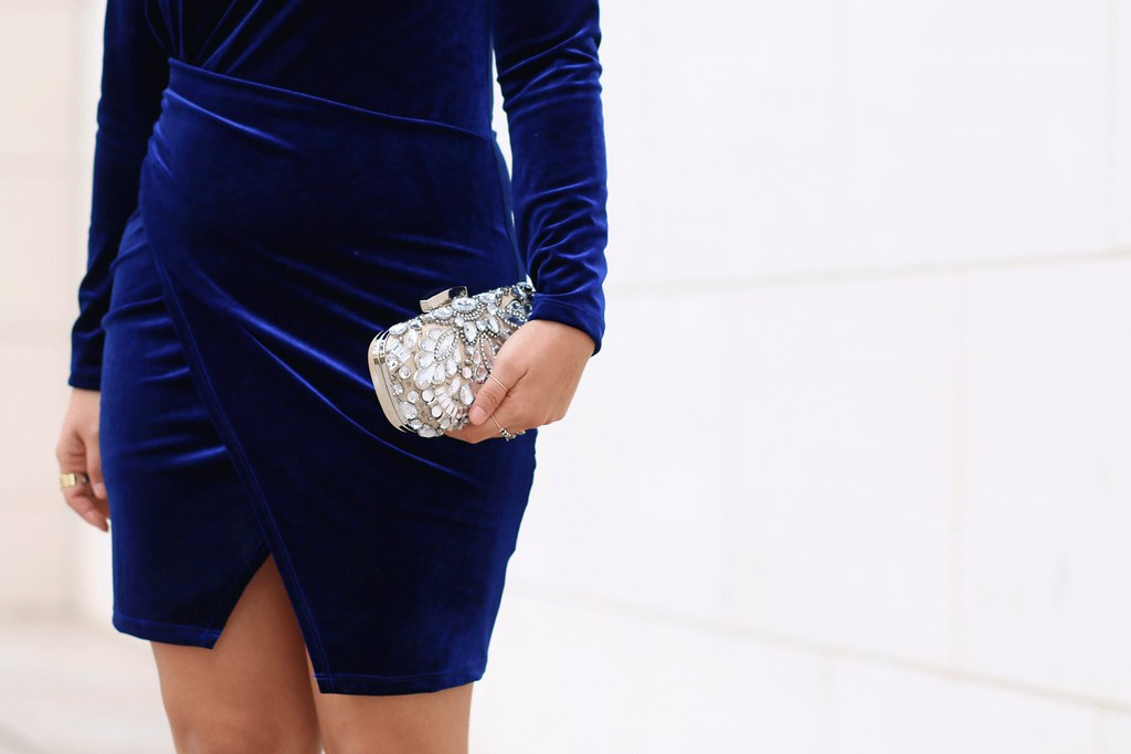 simplyxclassic, blue velvet dress, body con dress, holiday dress, christmas outfit, how to wear velvet, jewel clutch