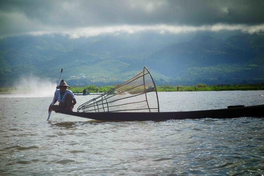 Pêcheur lac inle panier