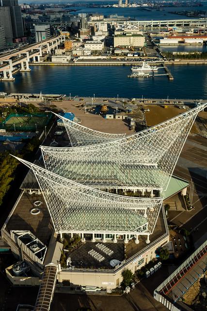 ポートタワーから見下ろす神戸海洋博物館の写真