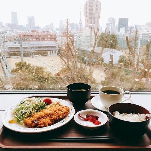 東京都立中央図書館のカフェテリア
