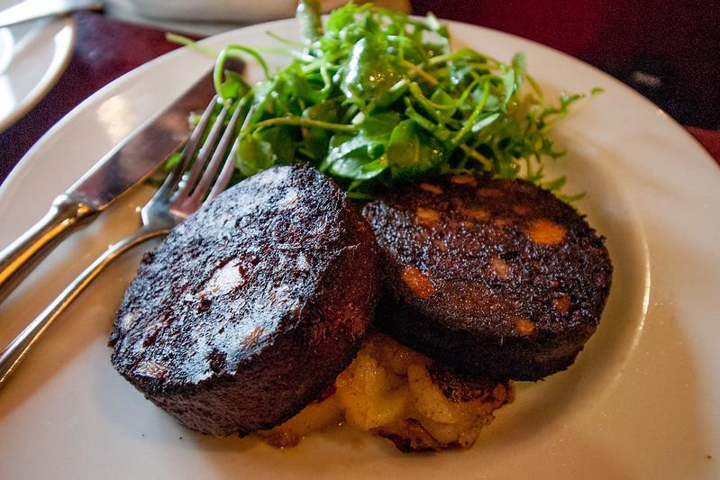Boudin noir de Christian PARRA, salade verte, LE SEVERO