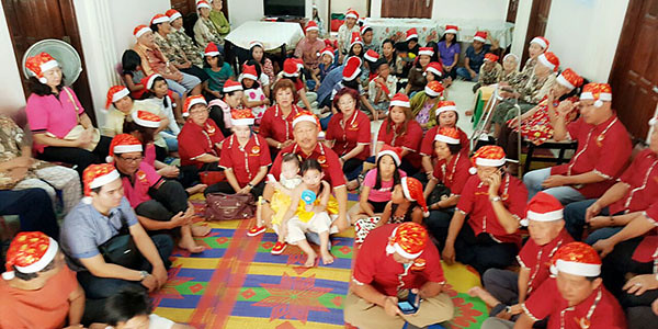 Pengurus Hakka Indonesia Sejahtera Provinsi Kepri, dan Panti Asuhan, serta Jompo Anugrah, merayakan Natal bersama.
