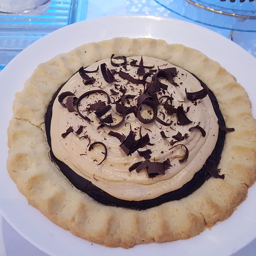 "DavaoFoodTripS.com : Decadent Chocolate Espresso Pie | Seda Abreeza's Blue-themed Christmas Eve Dinner, ""Gliteratti"" New Year's Eve Countdown Party and More This December 2016"