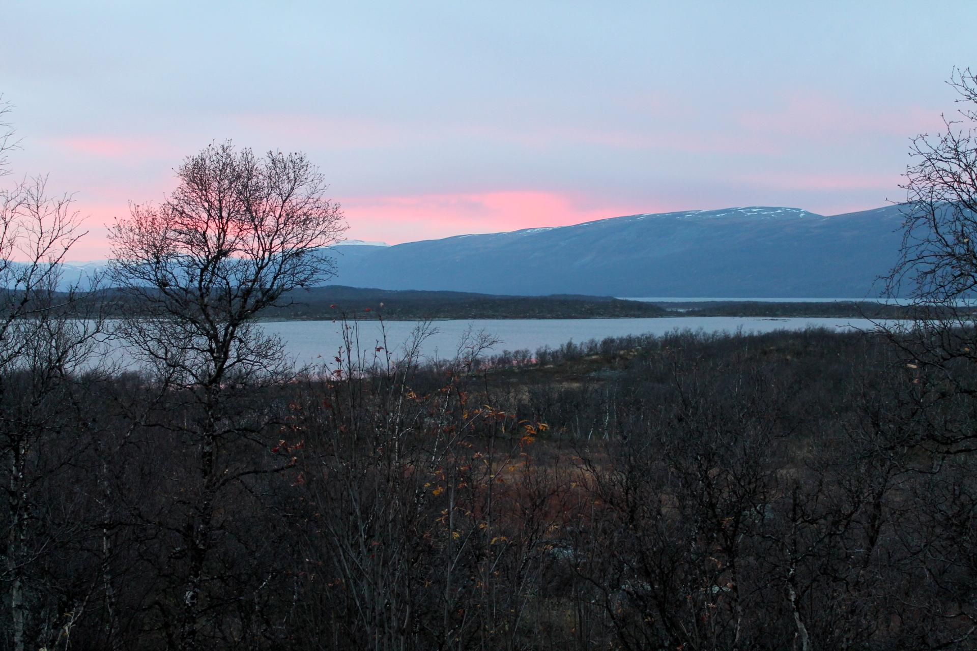 auringonlasku ruotsi maisema