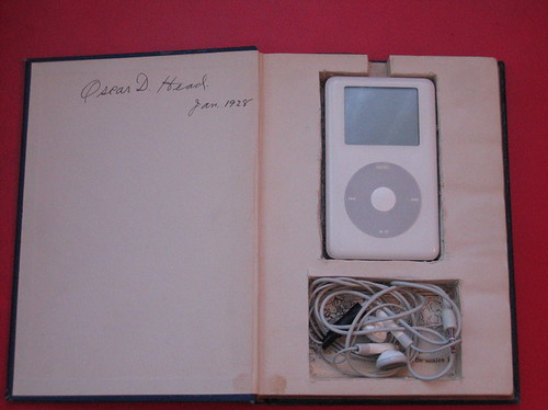 Book to iPod cozy | by izatchu