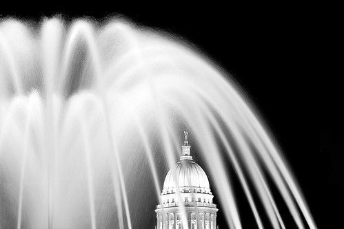 Capitol Fountain at Monona Terrace | by www.toddklassy.com