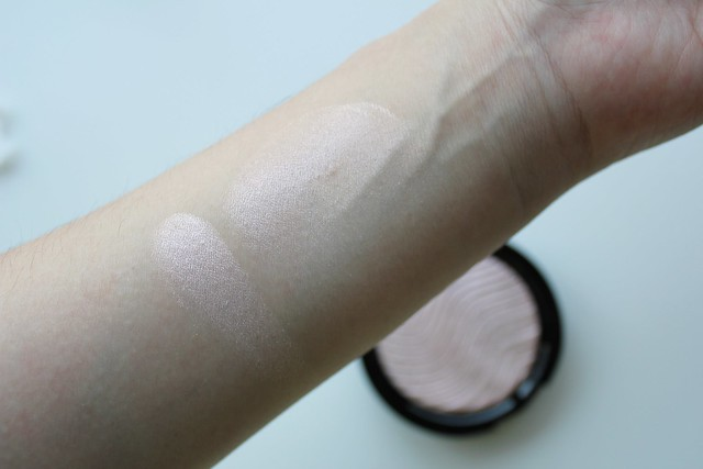 Make Up For Ever Pro Light Fusion Highlighter in Rose Gold / Golden Pink review and swatches