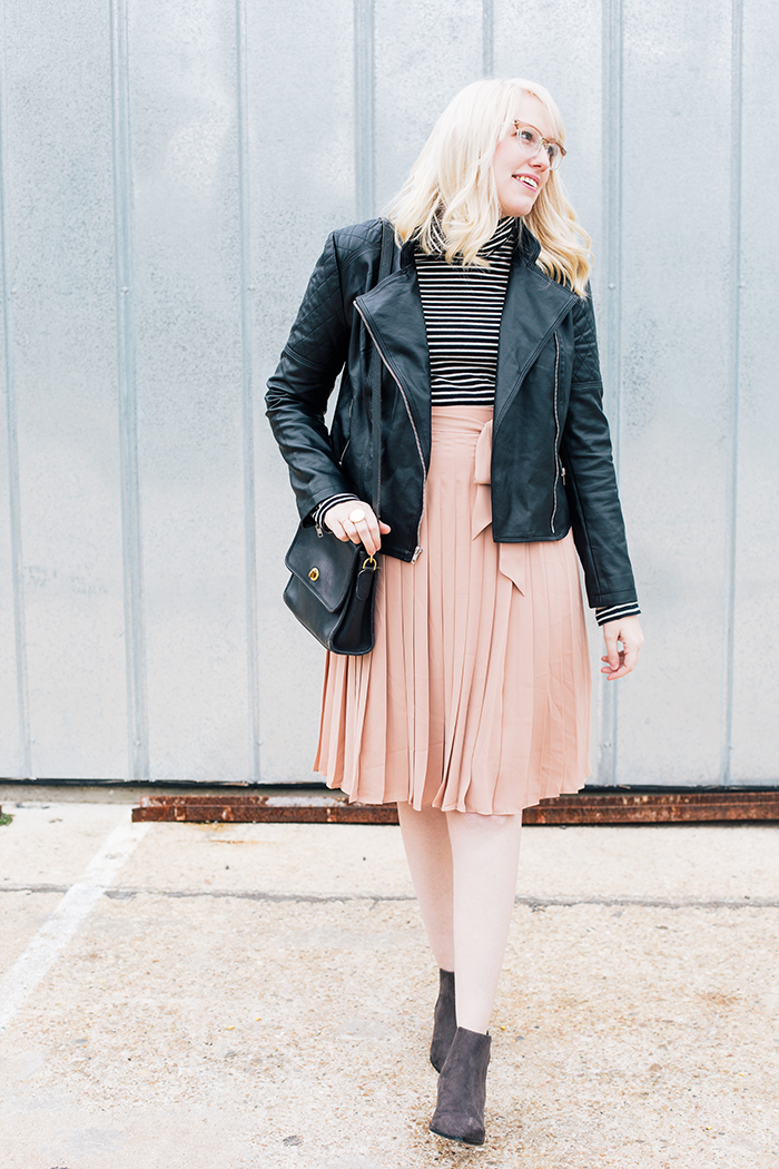 austin style blogger blush midi skirt moto jacket2