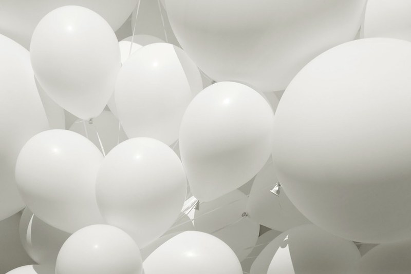 Des ballons et un flash «pop-up» vous permettent d'obtenir quoi ? Un diffuseur bon marché !