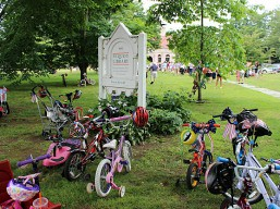 july_4_bikes_great_lawn_pequot_library