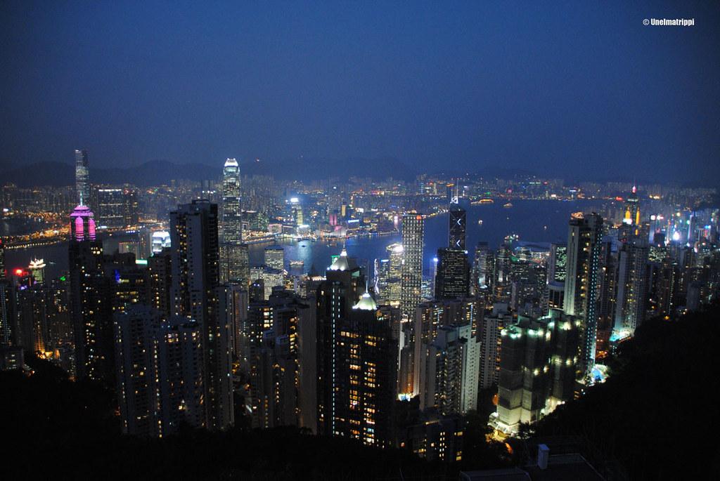 Yönäkymä Hongkongin pilvenpiirtäjistä Lions Clubin näköalatasanteelta käsin