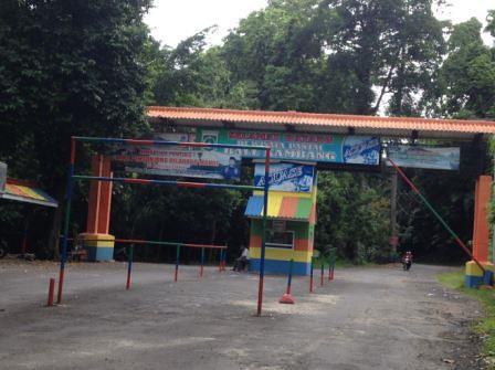 pintu masuk utama Pantai Balekambang