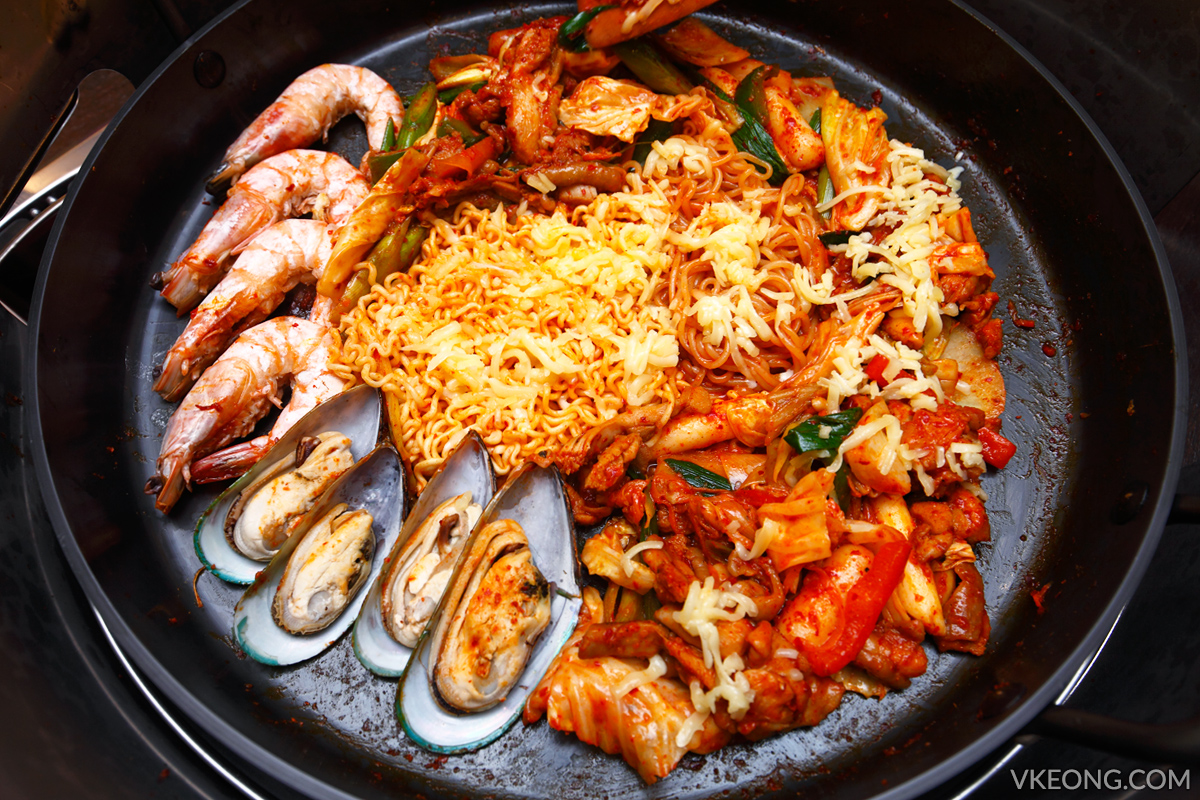 Yoogane Chicken and Seafood Dak Galbi Set
