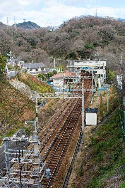 神戸電鉄「鵯越」駅を坂の上から撮影