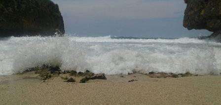 halusnya pasir pantai greweng