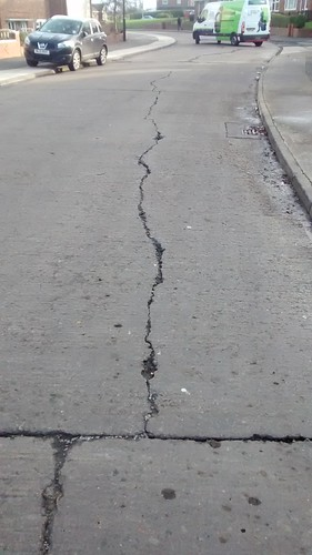cracks in road surface Jan 17 (1)