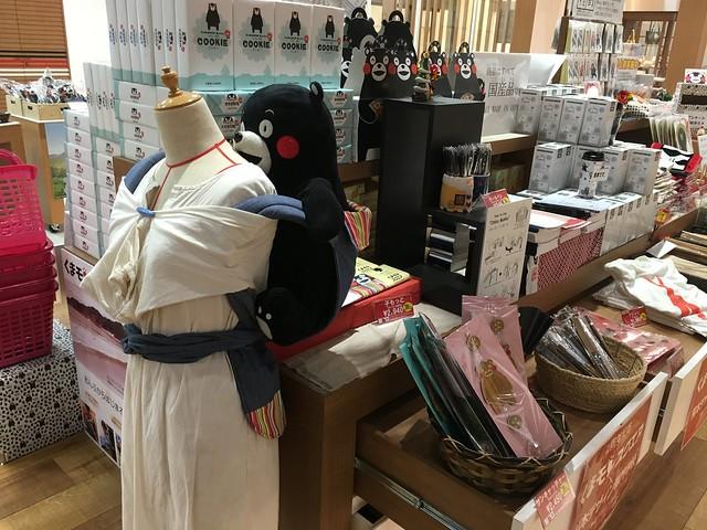 還有熊本熊的背巾XD