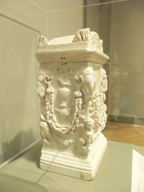 1st c Roman cinerary box (2)