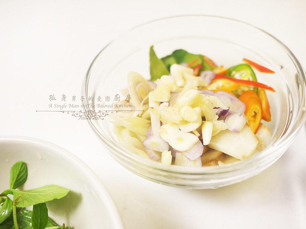 孤身廚房-滿滿新鮮香料版的泰式綠咖哩雞8