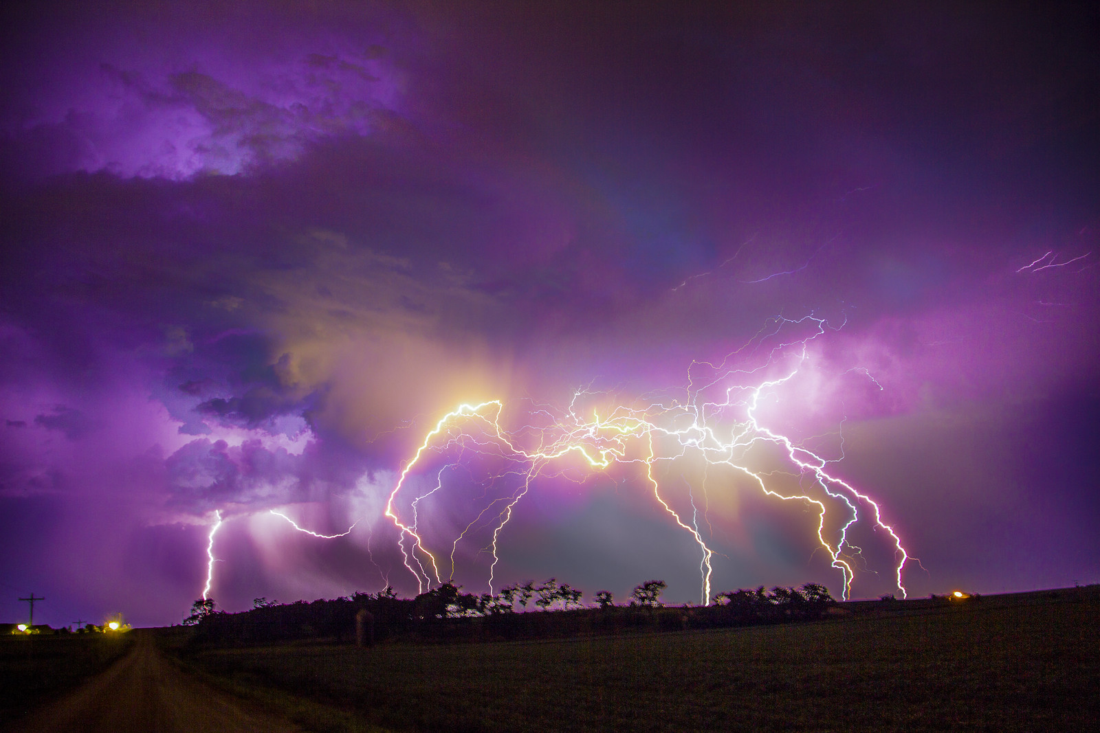 081615 - Kewl Nebraska CG Lightning & Krawlers (Stacked)