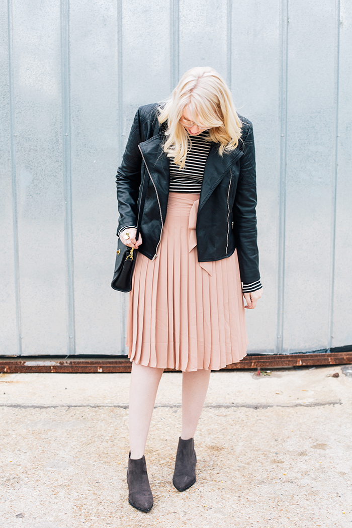 austin style blogger blush midi skirt moto jacket4