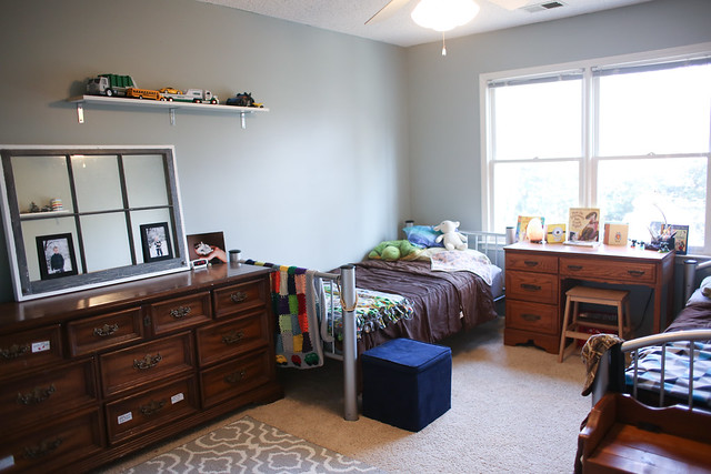 A really simple and inexpensive boys bedroom