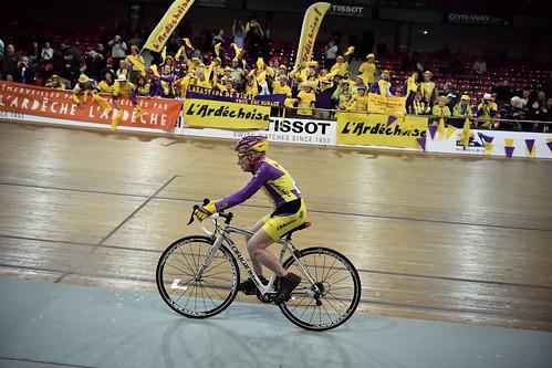 Francés de 105 años realiza hazaña en bicicleta al recorrer 22,5 km en una hora