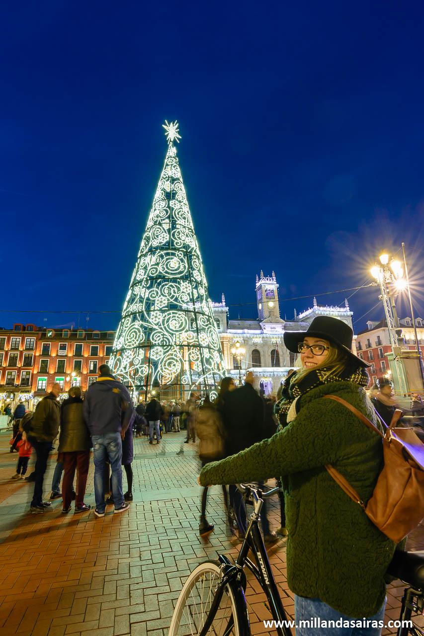 Con el arbol de navidad en la Plaza Mayor