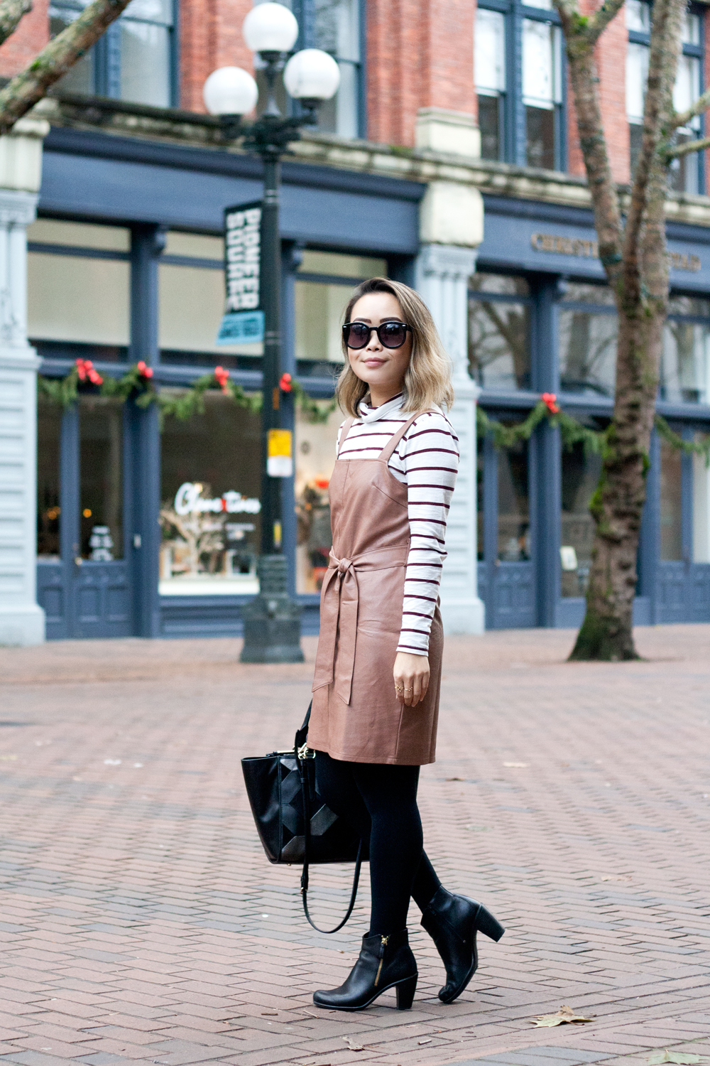 06seattle-pioneersquare-madewell-stripes-leather-pinafore-coach-travel-style-fashion
