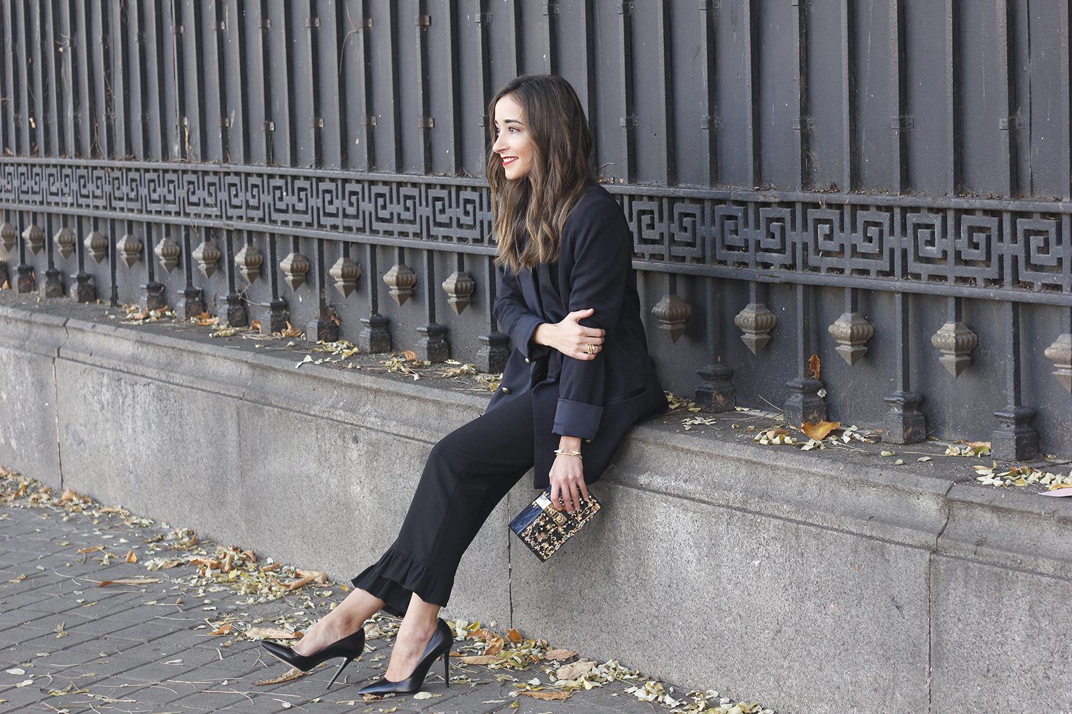 Black trousers with a ruffle on the bottom uterqüe bag accessories black heels blazer outfit style fashion14