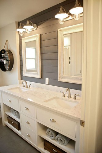 Bathroom Decor Featuring Horseshoes : This bathroom is one of our favorite rooms featuring shipl