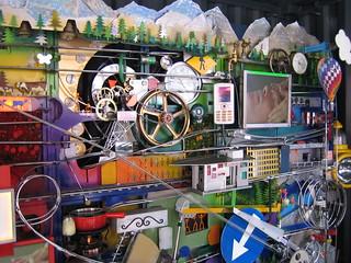 Máquina de Rube Goldberg en la base del Alinghi