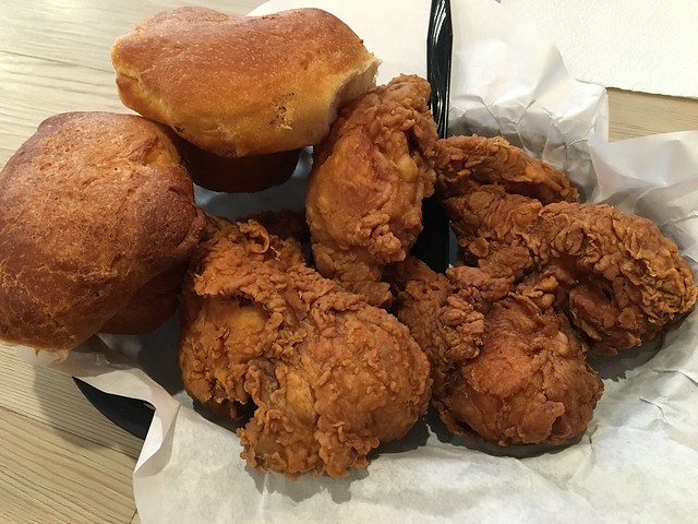 Fried chicken combo - Ezell's Famous Chicken