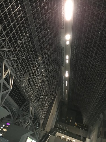 JR京都駅中央口の天井