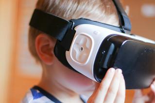 Samsung Gear VR virtual reality headset (feat. Samsung Galaxy S6 edge+)