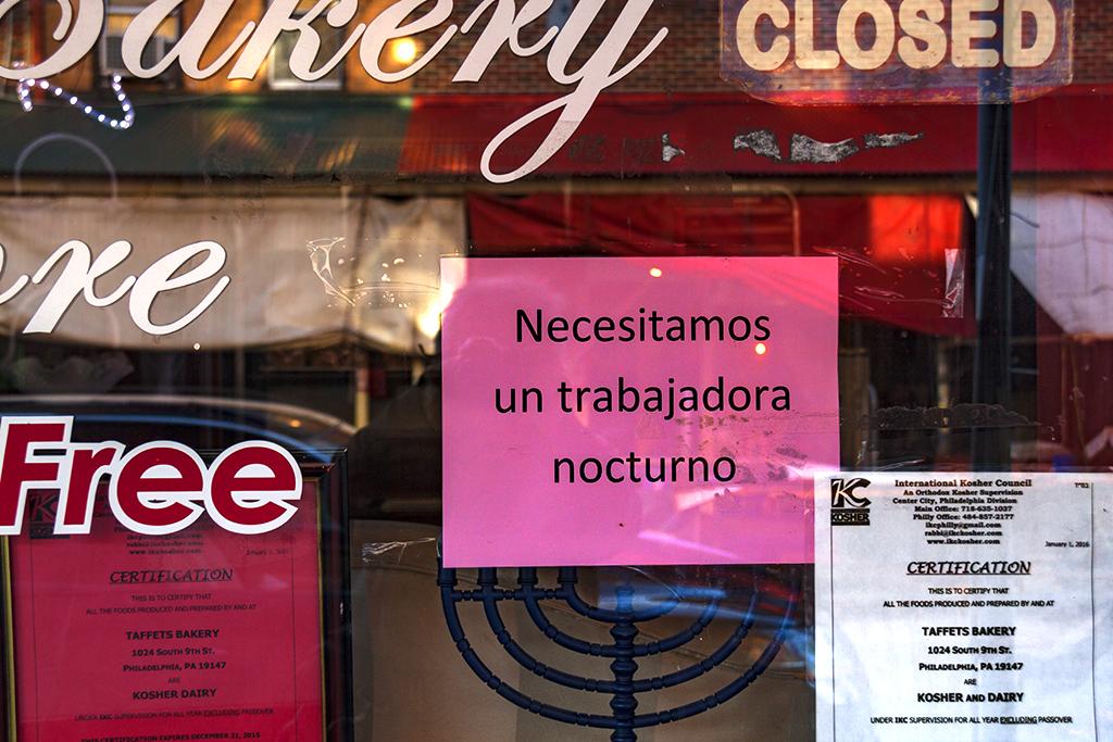 Necesitamos un trabajadora sign at bakery--Italian Markert