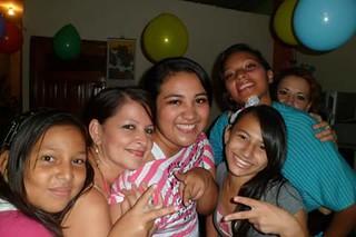 Jazmina y Mayra con unas amigas
