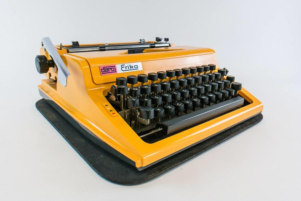 Machine à écrire Erika dans le musée de la RDA à Berlin. Photo du musée DDR