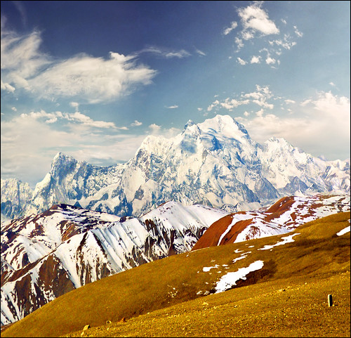 an introduction to the himalayas the highest mountain system in the world Introduction to the himalayas general info classification of the himalayas where to start shivaliks (siwaliks, the outer himalayas or the sub-himalayas) forming the southernmost belt of the himalayan range, the shivaliks are also the lowest and narrowest range in the entire himalayan system, having an average elevation of about 900 - 1200 m (3,000 to 4,000 feet) and in places, a width of .