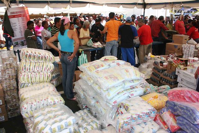 La Revolución Bolivariana acude al pueblo para salvar al pueblo