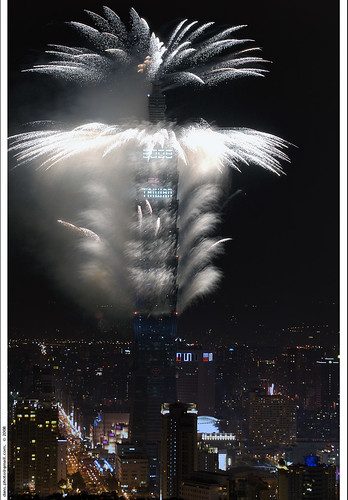 Taipei 101 greets New Year 2008 with fireworks | by *dans