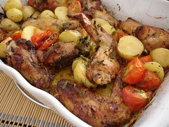 Roast chicken tray bake with tomatoes and potatoes / Frango ao forno com tomates e batatas | by Patricia Scarpin