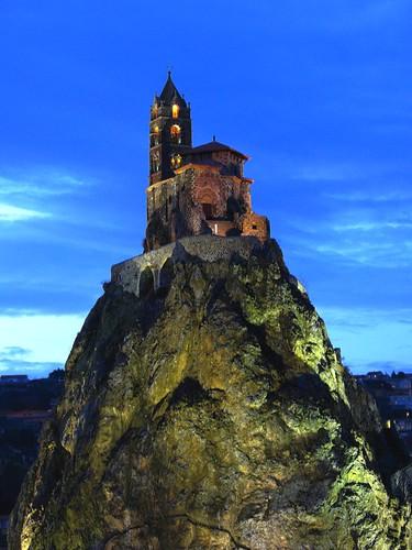 Jeu de lumi re rocher situ dans l 39 agglom ration ponote e flickr - Puy de lumiere ...