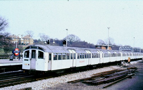 265-07 Northern Line, High barnet
